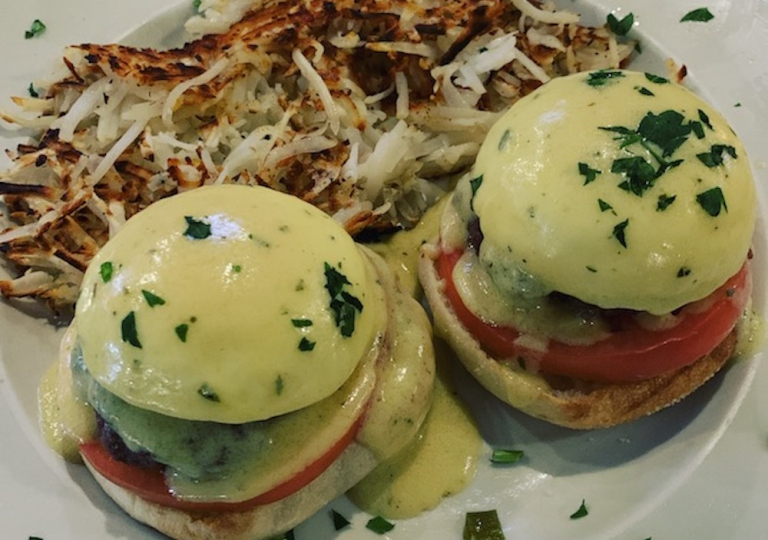 king-crab-house-chicago-brunch-burger-eggs-benedict