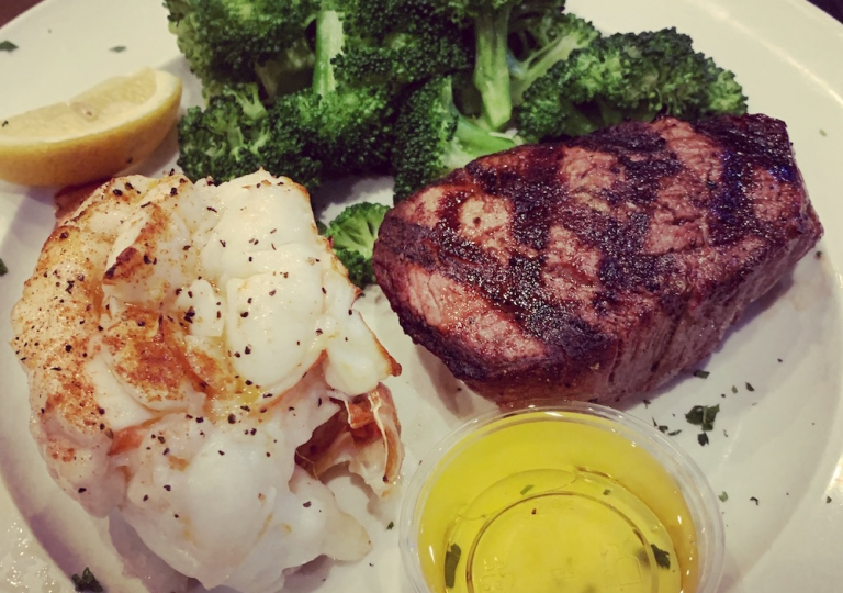 king-crab-house-chicago-steak-fillet-lobster-tail-1