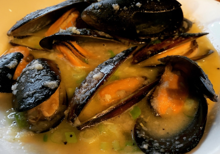 king-crab-house-chicago-steamed-garlic-mussels
